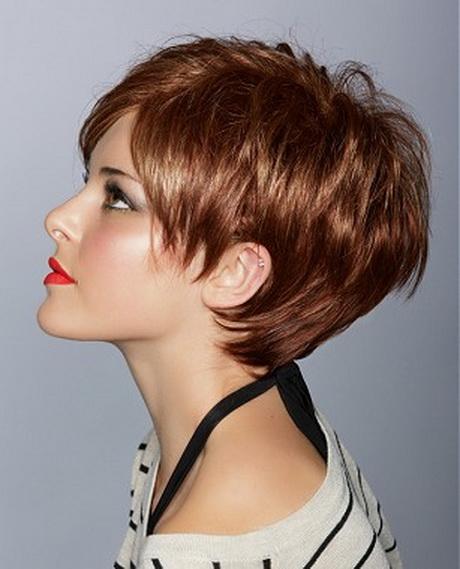 Coupe de cheveux courte pour femme senior